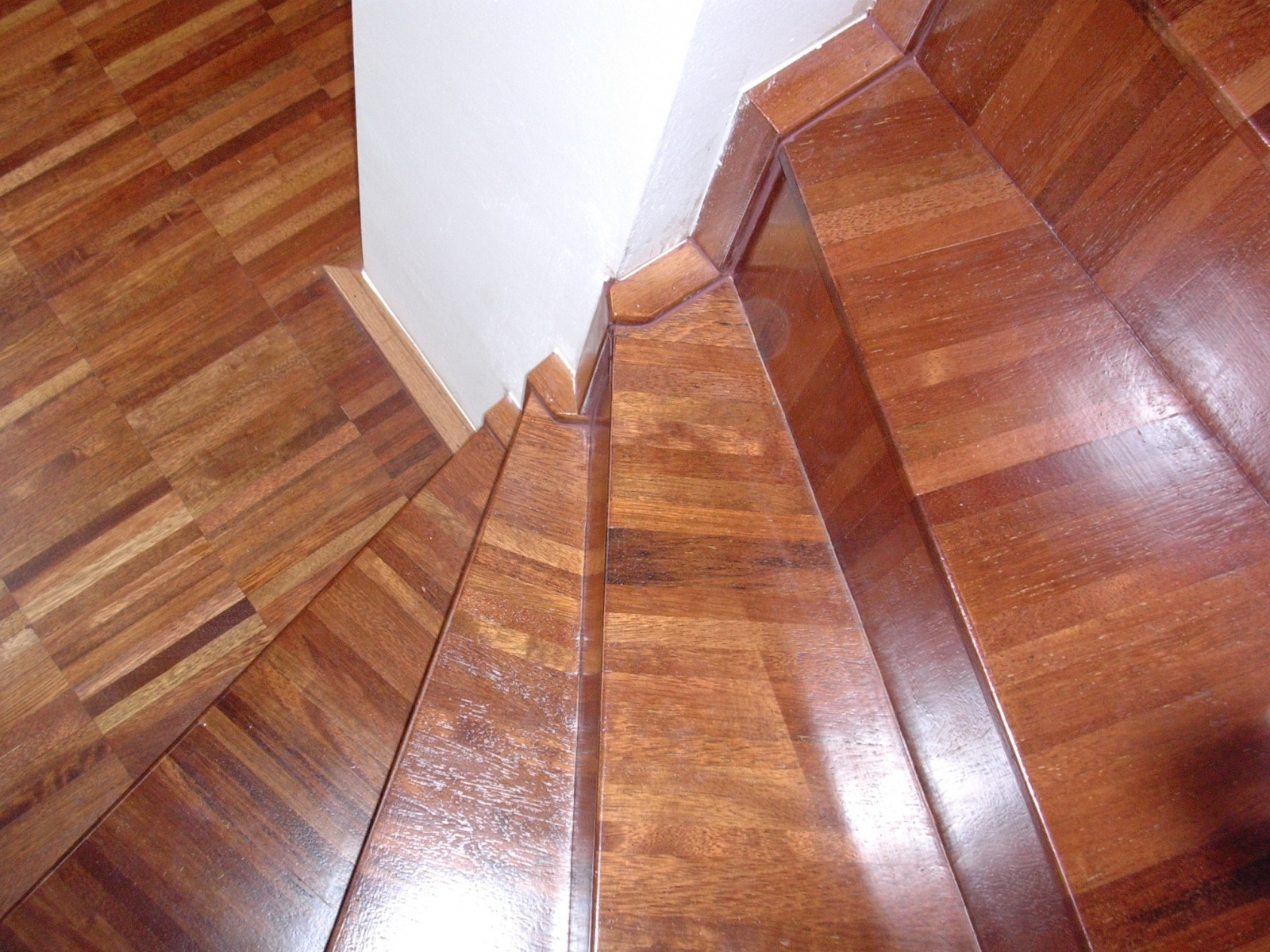 Merbau-jine-schody